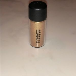 Mac cosmetics old gold pigment